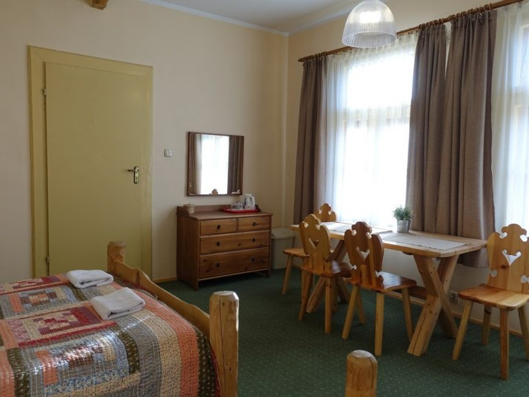 Large family room sleeps 3-4